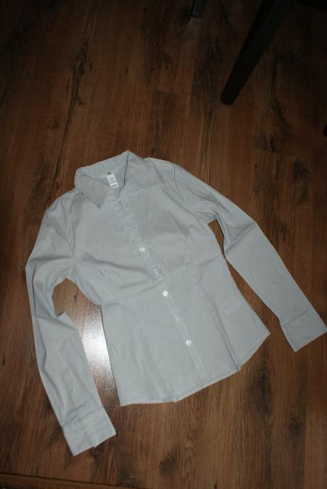 Kosela biela s tmavosedym tenkym pruzkom, zn. H&M, 34