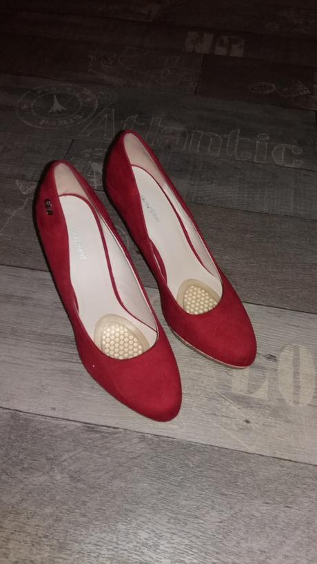 Červené lodičky, 40