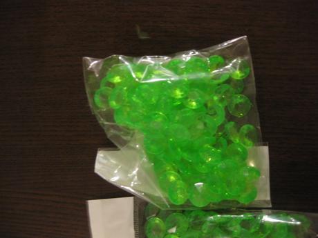 4x balení zelených kamínků - krystalky malé ,