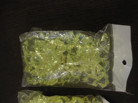 4x balení - žlutozelené kamínky/krystalky velké,