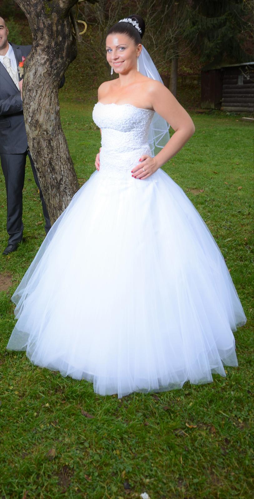 Perlové svadobné šaty plus doplnky 1e606d660bc