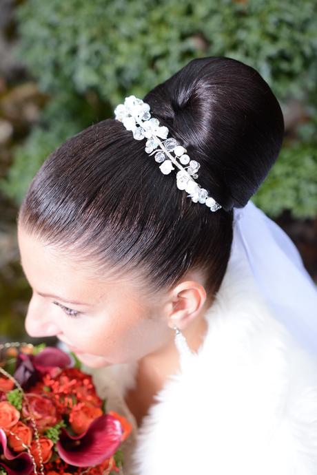 Perlové svadobné šaty plus doplnky, 38