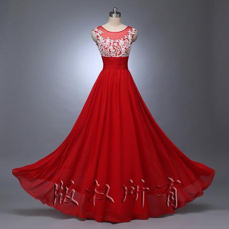 Červené spoločenské šaty, 38