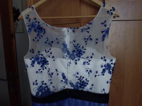 Modré spoločenské šaty , 40