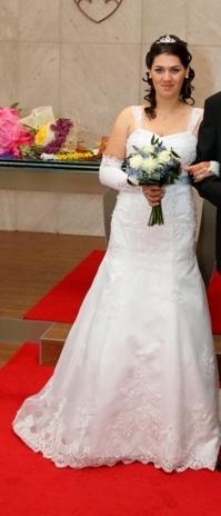 Krajkové svatební šaty bílé barvy, 40