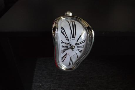 hodiny a lá Salvador Dali,