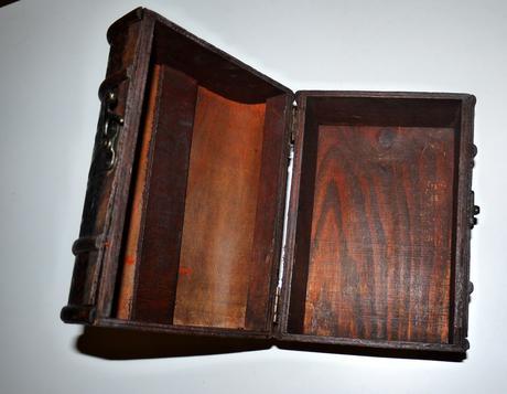 truhlička drevená ,