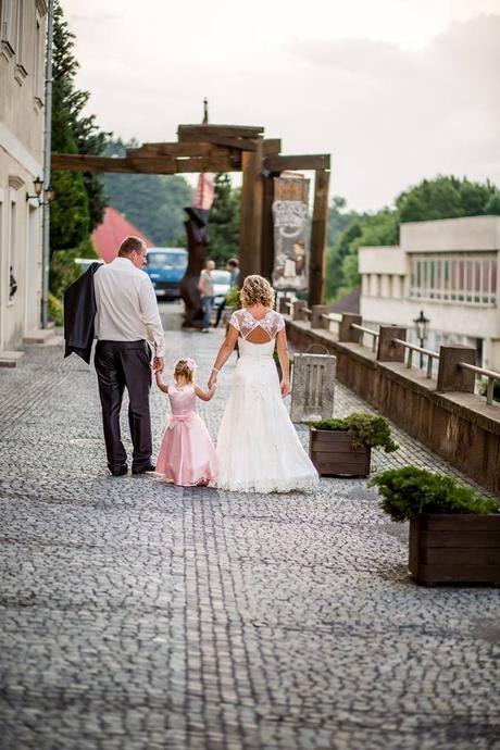 Krajkové svadobné šaty, 36