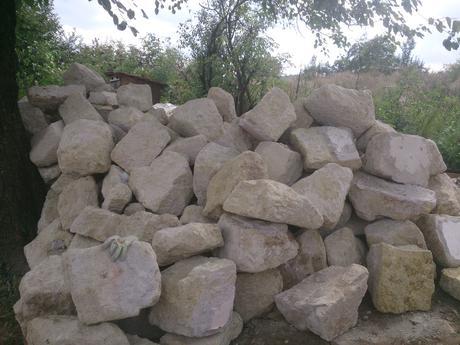 Tufový brhlovský kameň,
