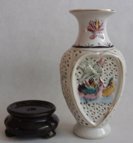 Váza na stojane  ,