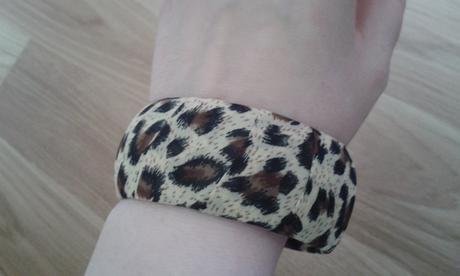 leopardi naramok,