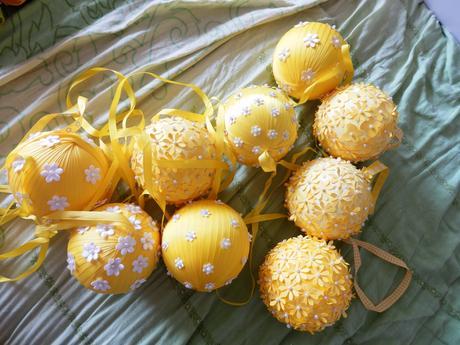 Líbací koule (kissing balls), cca 10 cm, žluté,