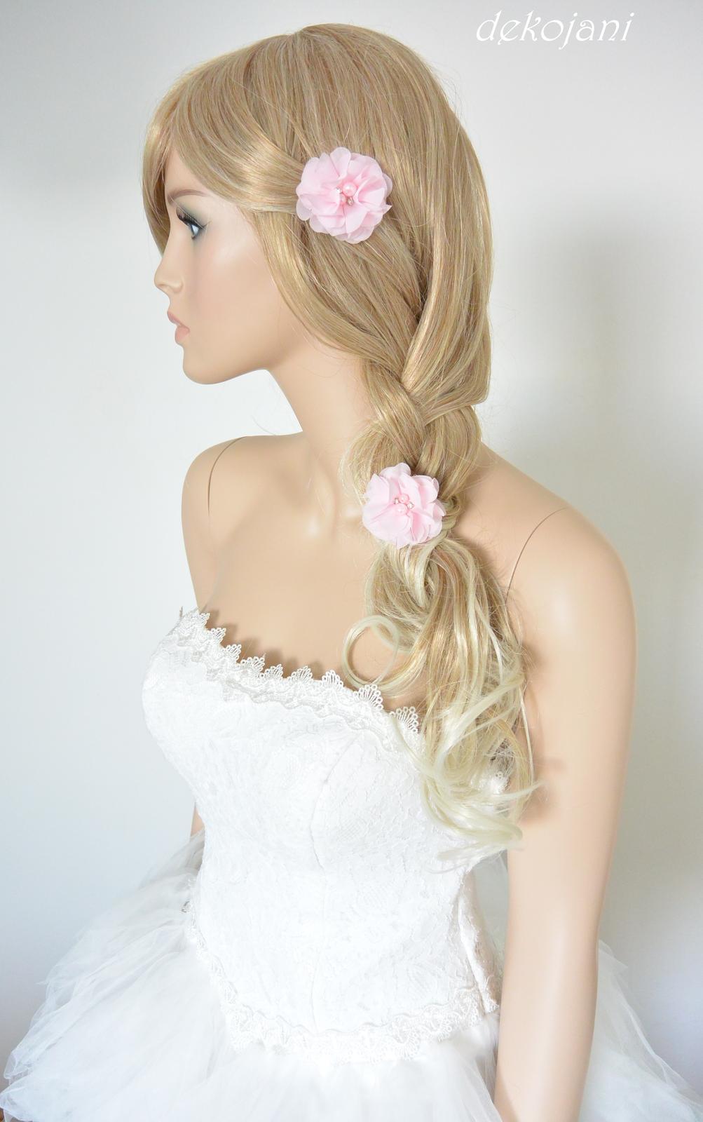 4e8563ad5df Nejen svatební květiny do vlasů