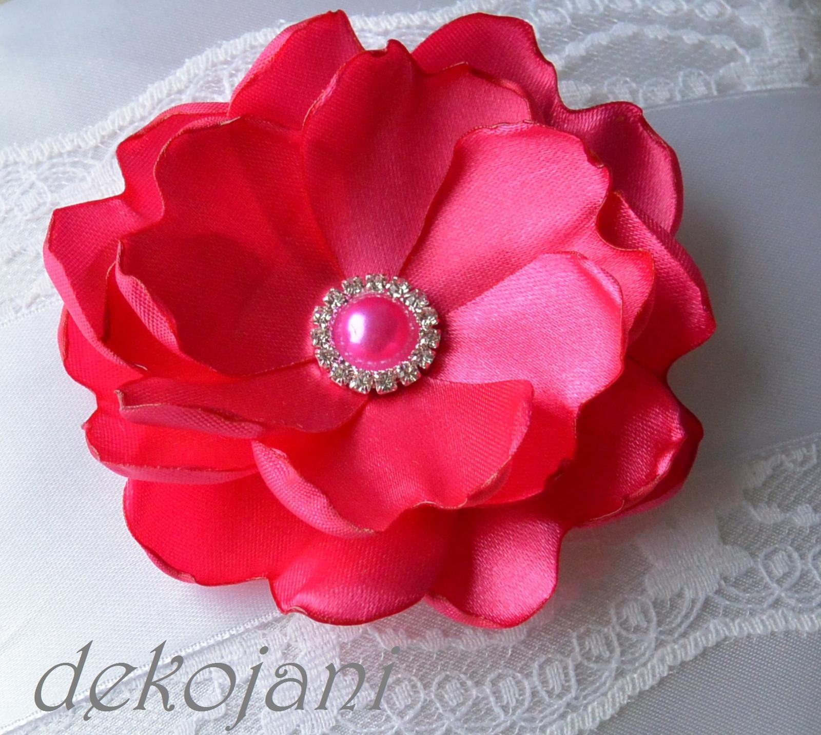 5e6248f1ec5 Růžová květina do vlasů na pevné pinetě