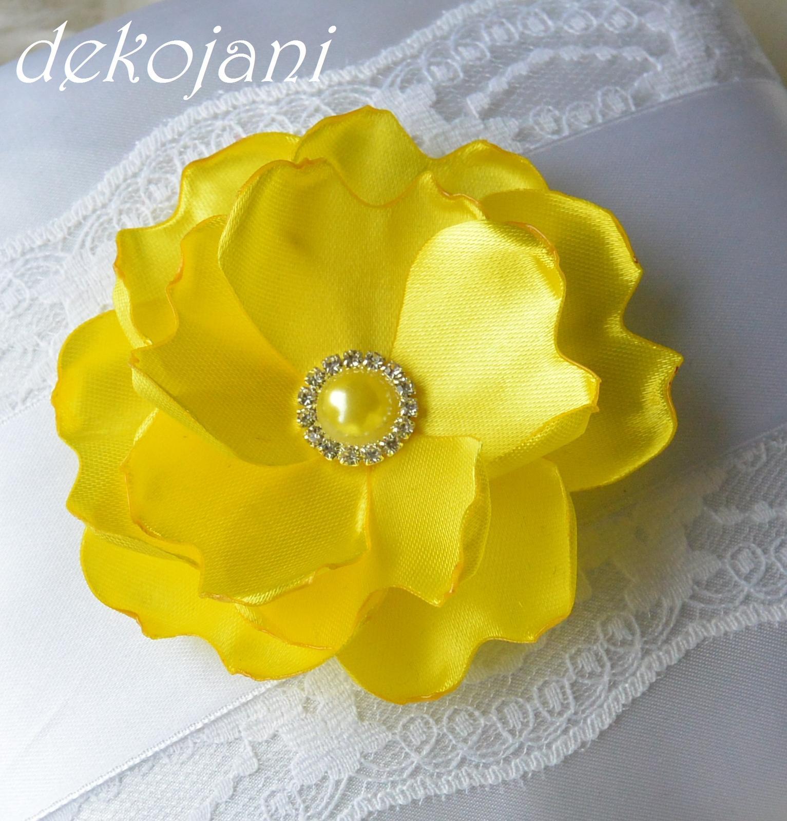 Žlutá kytka do vlasů na pevné pinetě 4bbb5ea6d3