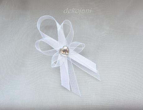 Bílý svatební vývazek aplikace na přání,
