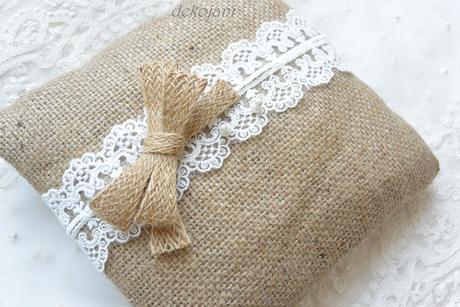 Jutový rustikální svatební polštářek,