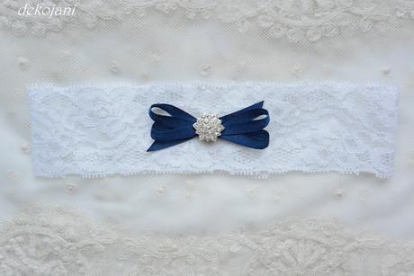 Krajkový podvazek s námořnicky modrou mašlí, M