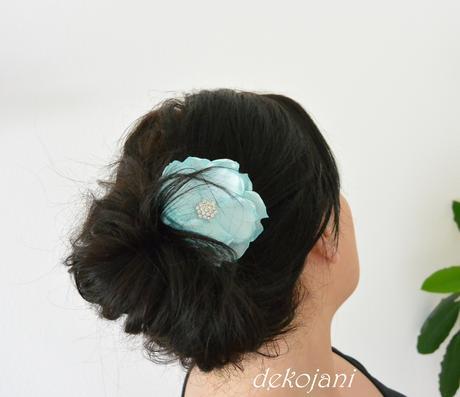 Květ do vlasů,