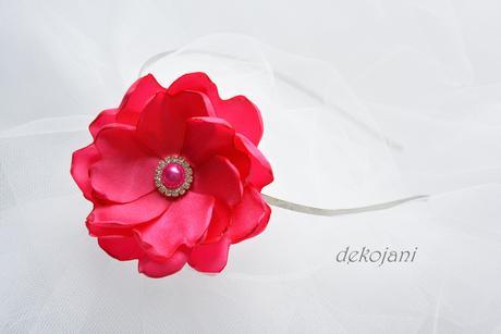Květina na kovové čelence,