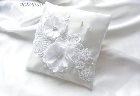 Luxusní krajkový svatební polštářek,