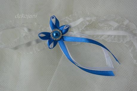 Podvazek s modrou mašličkou a broží S-XXXL, M