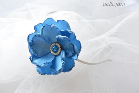 Polštářek pod prstýnky s modrými květy a krajkou,