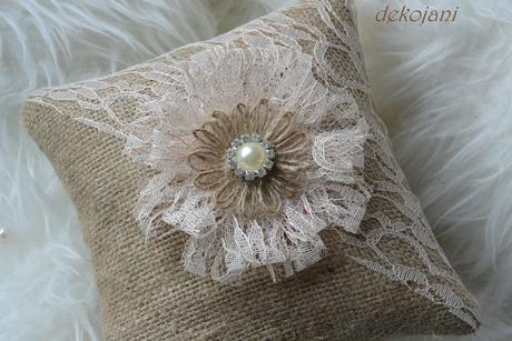 Svatební juto-krajkový polštářek,