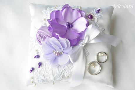 Svatební polštářek s krajkou a mašlí ,
