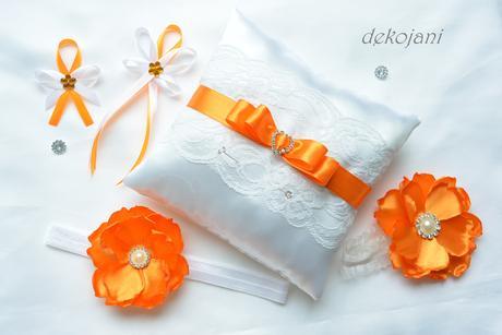 Svatební polštářek s krajkou, mašlí a sponou,
