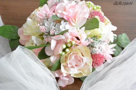 Svatební vývazky v barvě na přání,