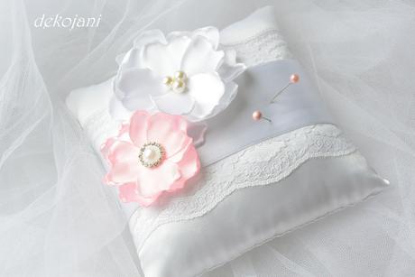 Světle růžové vývazky s perličkou,