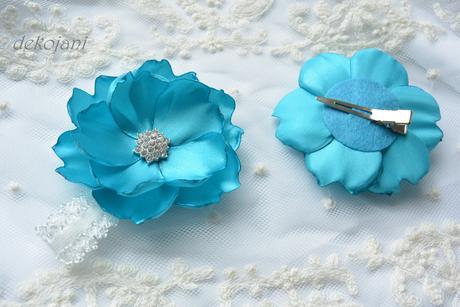 Tyrkysová květina na pinetě,
