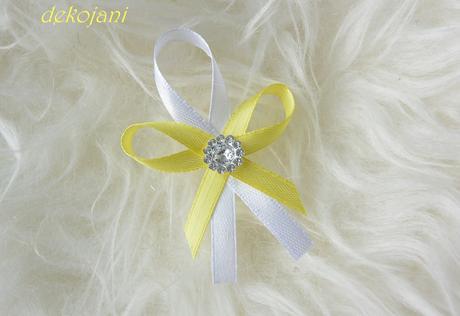 Žlutá kytka do vlasů na pevné pinetě,
