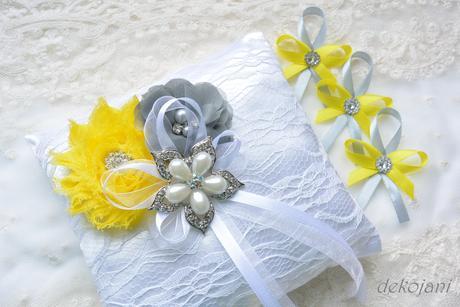 Žlutý svatební polštářek,