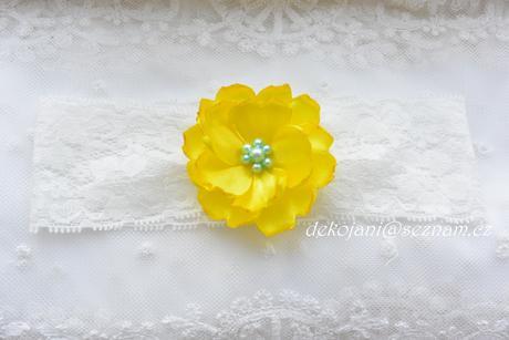 Žlutý svatební polštářekBílý saténový polštářek ,