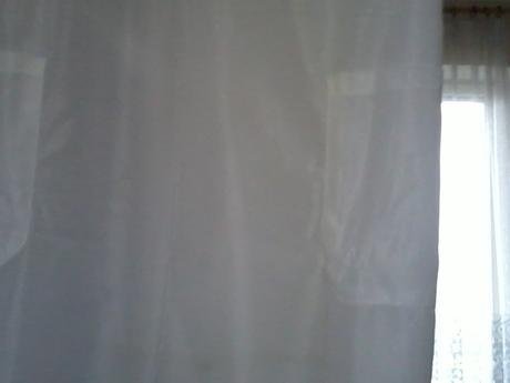 Biele zásterové šaty,