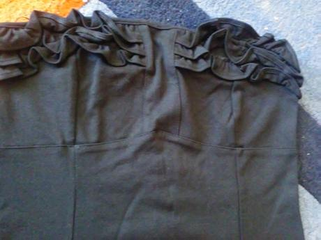 Čierne nenosené šaty, L