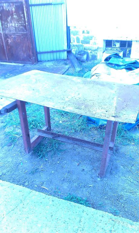 Pracovný stôl,