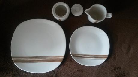 Set tanieriky + cukornička +džbánik na mlieko,
