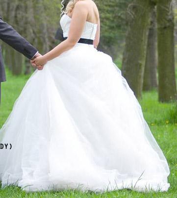 Svatební šaty značky Vera Wang, 38