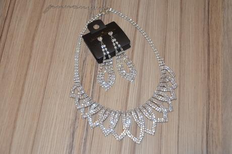 Sada náhrdelníku a naušnic,