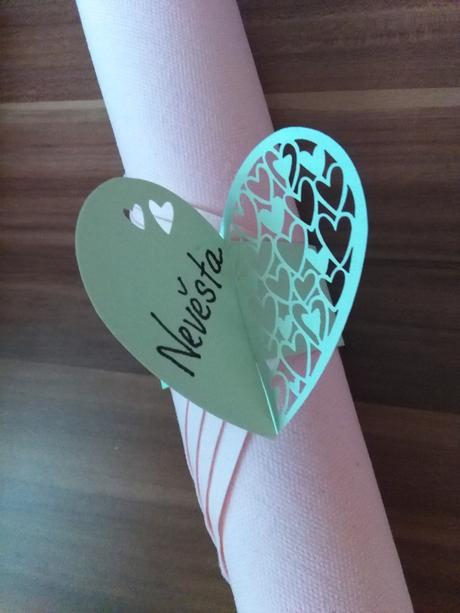 kroužky na ubrousky srdce - jmenovky 70ks,