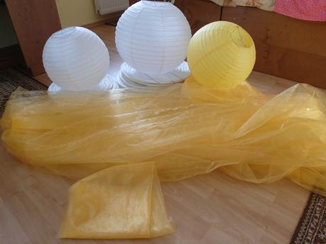 organza zlato-žlutá 18m+2m šířka 75 cm,