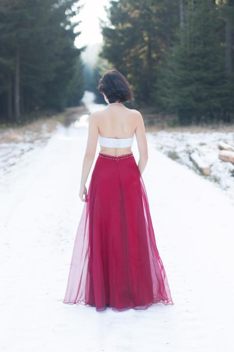 Bílo-červené dlouhé společenské šaty, 36