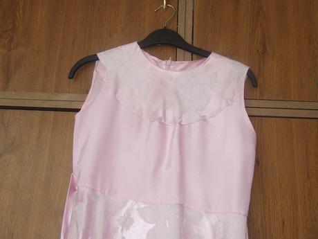 Šaty, 146