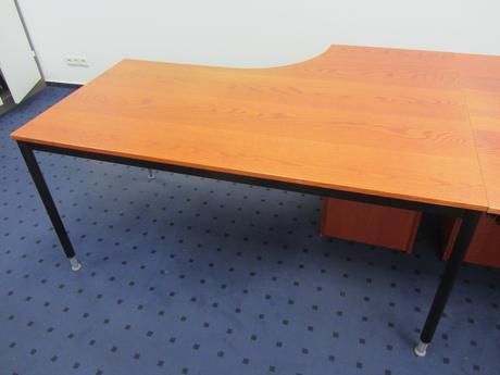 Pracovný stôl a kontajner,