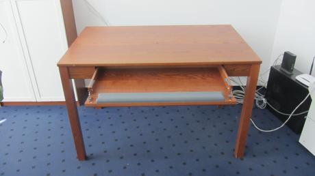 Pracovný stôl so zásuvkou ,