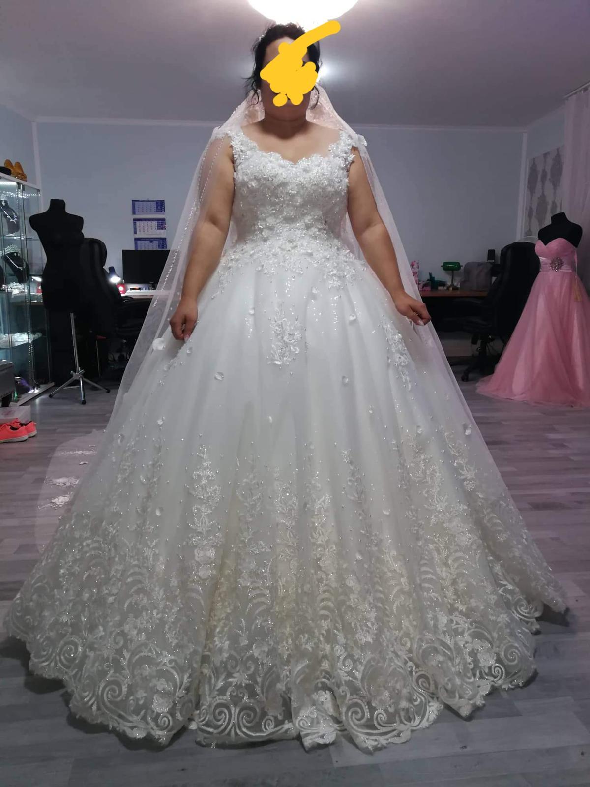 Princeznovske svadobne saty b46b5d2451b