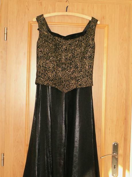 Korzetové spoločenské šaty, 38